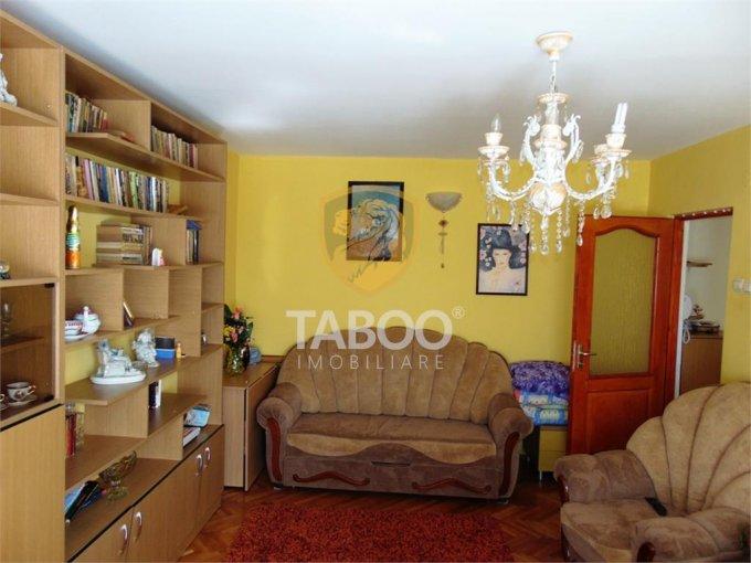 vanzare Apartament Sibiu cu 3 camere, cu 2 grupuri sanitare, suprafata utila 67 mp. Pret: 62.000 euro.