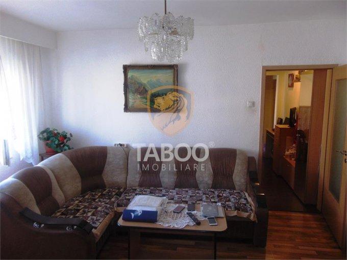 Apartament de vanzare direct de la agentie imobiliara, in Sibiu, in zona Vasile Aaron, cu 50.000 euro. 1 grup sanitar, suprafata utila 45 mp.