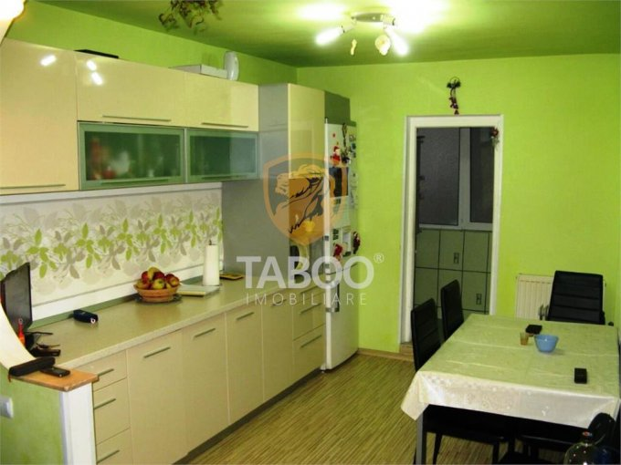 Apartament de inchiriat direct de la agentie imobiliara, in Sibiu, in zona Turnisor, cu 330 euro. 2 grupuri sanitare, suprafata utila 92 mp.