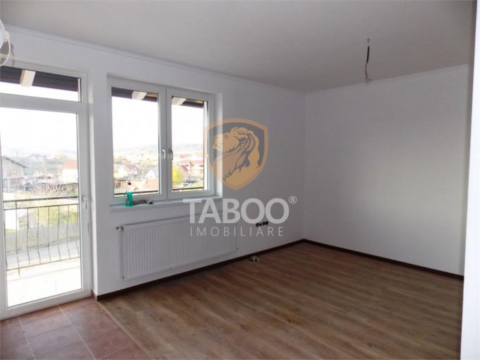 Apartament de vanzare in Sibiu cu 3 camere, cu 1 grup sanitar, suprafata utila 50 mp. Pret: 32.000 euro.