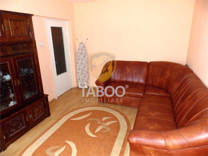Apartament vanzare Sibiu 3 camere, suprafata utila 68 mp, 2 grupuri sanitare. 71.000 euro. Etajul 4 / 4. Apartament Vasile Aaron Sibiu