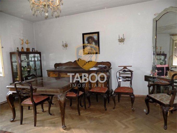 vanzare Apartament Sibiu cu 3 camere, cu 2 grupuri sanitare, suprafata utila 180 mp. Pret: 190.000 euro.