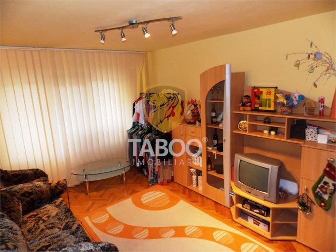 vanzare Apartament Sibiu cu 3 camere, cu 2 grupuri sanitare, suprafata utila 70 mp. Pret: 66.000 euro.