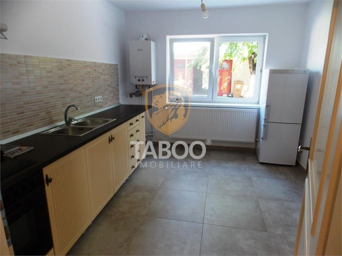 inchiriere Apartament Sibiu cu 3 camere, cu 2 grupuri sanitare, suprafata utila 108 mp. Pret: 600 euro.