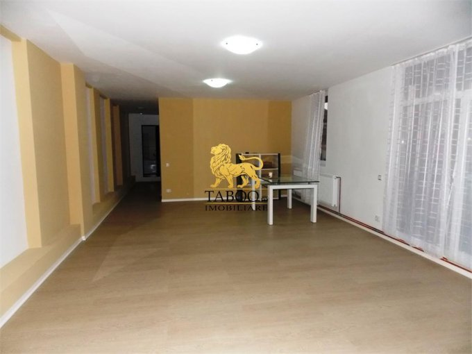 Apartament de vanzare in Sibiu cu 3 camere, cu 2 grupuri sanitare, suprafata utila 117 mp. Pret: 79.000 euro.