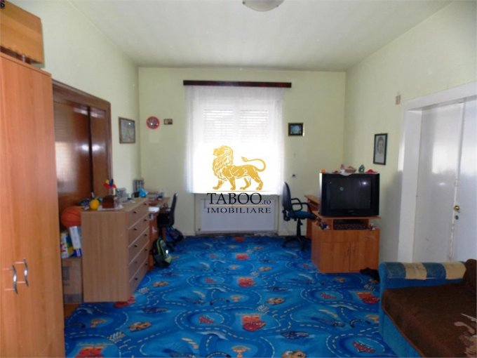vanzare Apartament Sibiu cu 3 camere, cu 2 grupuri sanitare, suprafata utila 88 mp. Pret: 70.000 euro.