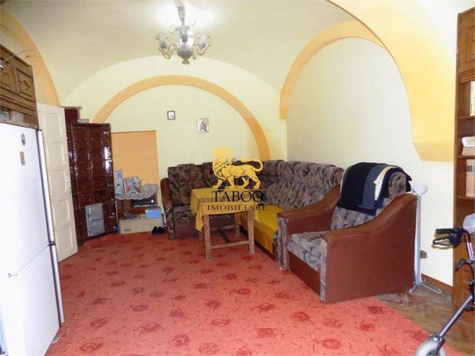 Apartament de vanzare in Sibiu cu 3 camere, cu 2 grupuri sanitare, suprafata utila 96 mp. Pret: 86.000 euro.
