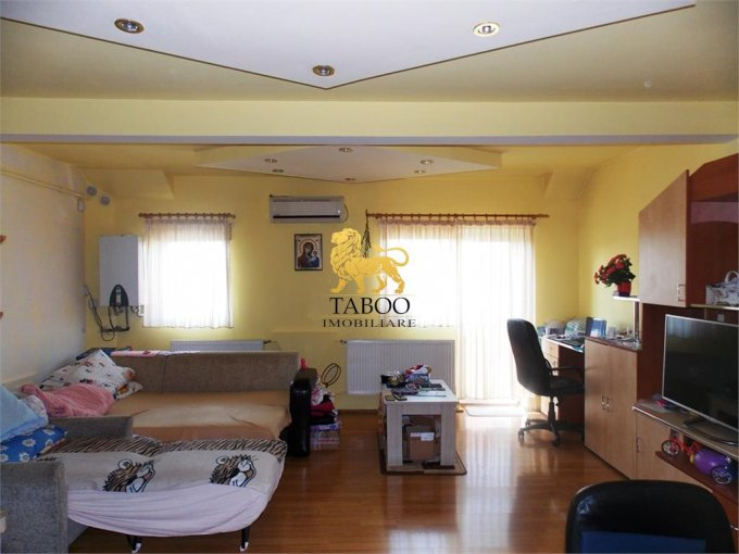 Apartament de vanzare direct de la agentie imobiliara, in Sibiu, in zona Terezian, cu 45.000 euro. 2 grupuri sanitare, suprafata utila 55 mp.