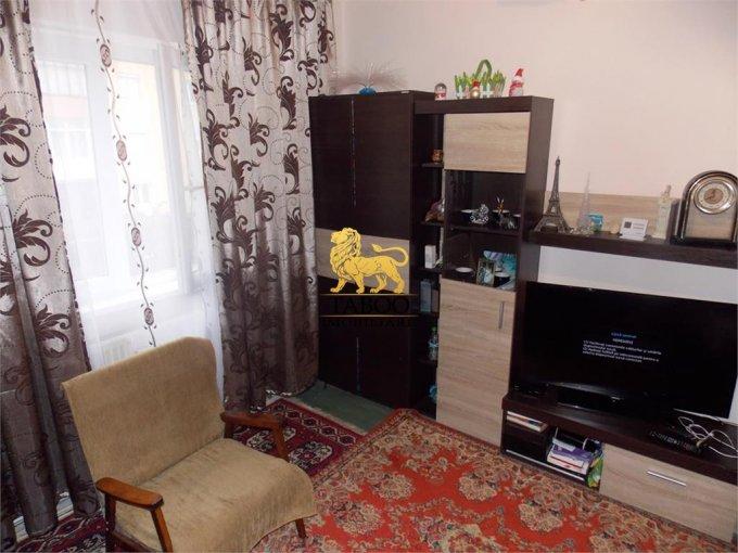 Apartament vanzare cu 3 camere, etajul 3 / 5, 1 grup sanitar, cu suprafata de 52 mp. Sibiu.