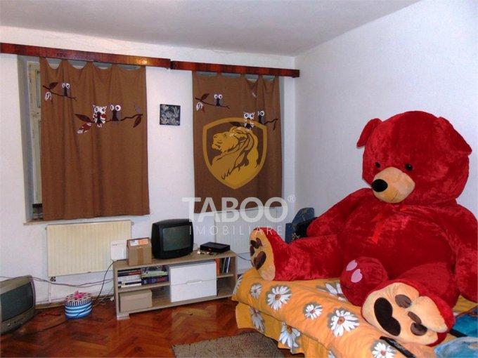 Apartament de vanzare in Sibiu cu 3 camere, cu 2 grupuri sanitare, suprafata utila 72 mp. Pret: 68.000 euro.