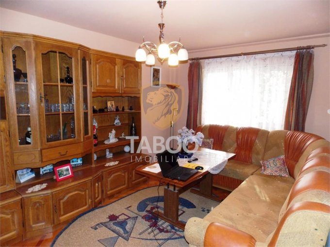 Apartament vanzare Sibiu 3 camere, suprafata utila 76 mp, 1 grup sanitar. 67.000 euro. Etajul 2 / 9. Apartament Vasile Aaron Sibiu