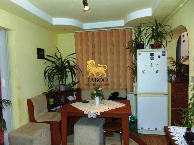 Apartament de vanzare in Sibiu cu 3 camere, cu 1 grup sanitar, suprafata utila 45 mp. Pret: 31.000 euro.