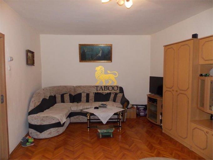 Apartament vanzare Orasul de Jos cu 3 camere, la Parter, 1 grup sanitar, cu suprafata de 82 mp. Sibiu, zona Orasul de Jos.