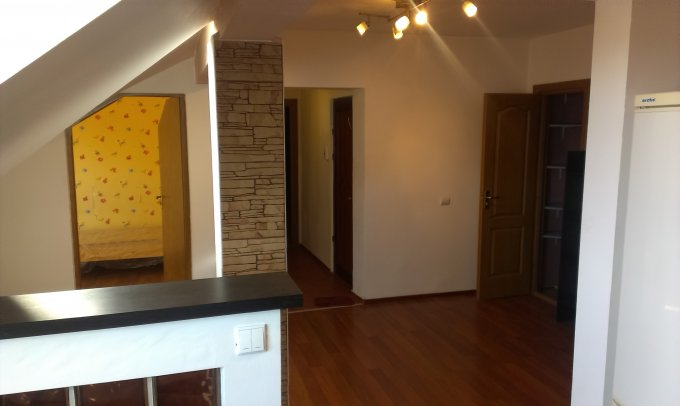 Apartament vanzare Sibiu 3 camere, suprafata utila 105 mp, 1 grup sanitar, 2  balcoane. 56.000 euro. Etajul 4 / 4. Destinatie: Rezidenta. Apartament Sibiu