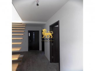 vanzare apartament cu 4 camere, decomandat, comuna Sura Mare