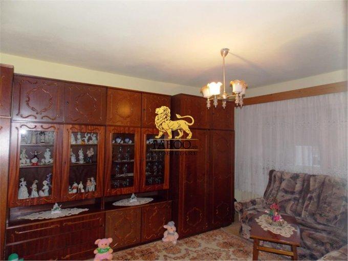 Apartament de vanzare in Cisnadie cu 4 camere, cu 2 grupuri sanitare, suprafata utila 90 mp. Pret: 36.500 euro.