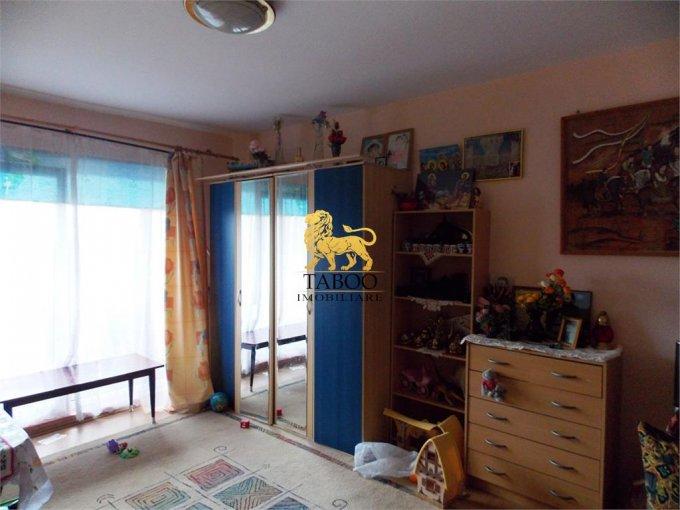 Apartament de vanzare direct de la agentie imobiliara, in Sibiu, in zona Valea Aurie, cu 53.000 euro. 2 grupuri sanitare, suprafata utila 80 mp.