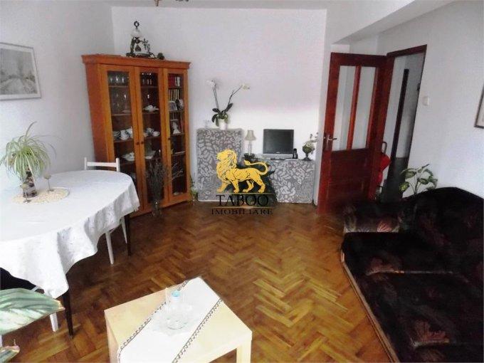 Apartament de vanzare in Sibiu cu 4 camere, cu 2 grupuri sanitare, suprafata utila 90 mp. Pret: 57.000 euro.