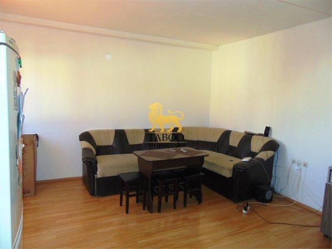 Apartament de vanzare direct de la agentie imobiliara, in Sibiu, cu 42.000 euro. 2 grupuri sanitare, suprafata utila 90 mp.