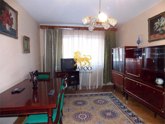 Apartament de inchiriat in Sibiu cu 4 camere, cu 2 grupuri sanitare, suprafata utila 86 mp. Pret: 350 euro.