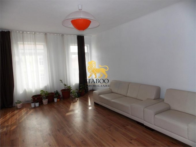 Apartament vanzare cu 4 camere, etajul 1 / 1, 1 grup sanitar, cu suprafata de 130 mp. Sibiu.