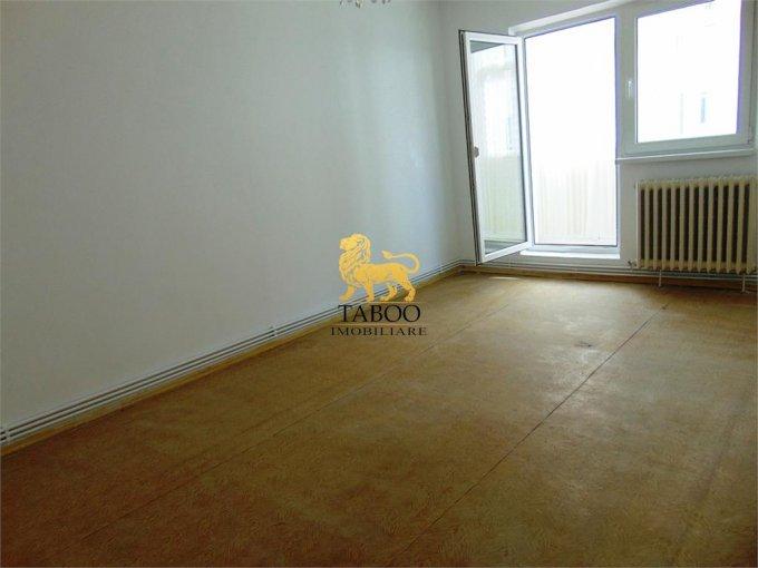Apartament de vanzare direct de la agentie imobiliara, in Sibiu, in zona Vasile Aaron, cu 52.000 euro. 1 grup sanitar, suprafata utila 90 mp.