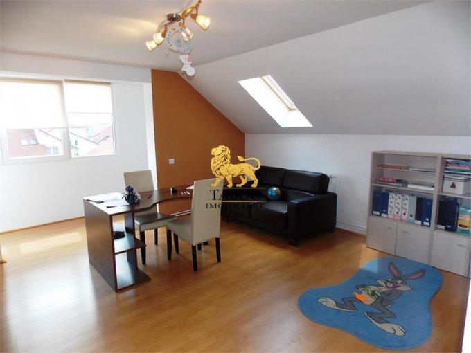 Apartament de vanzare in Sibiu cu 4 camere, cu 2 grupuri sanitare, suprafata utila 105 mp. Pret: 60.000 euro.