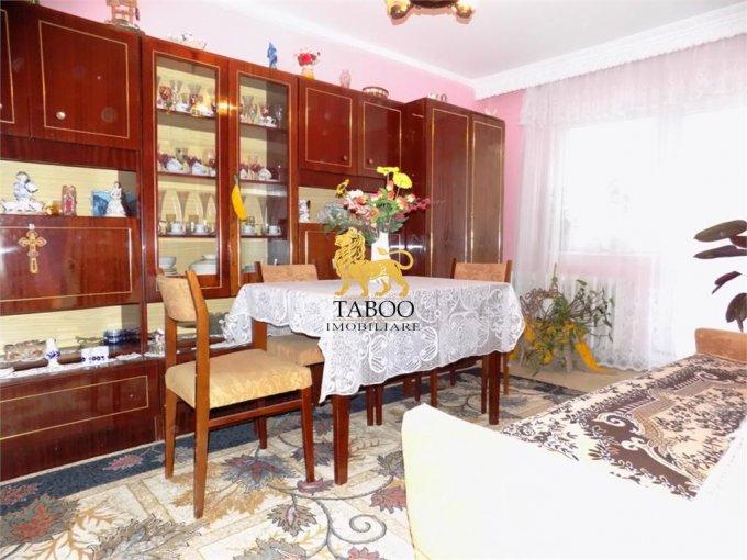 vanzare Apartament Sibiu cu 4 camere, cu 2 grupuri sanitare, suprafata utila 78 mp. Pret: 56.500 euro.