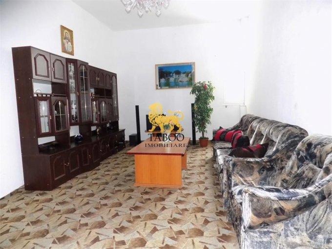 Apartament de vanzare direct de la agentie imobiliara, in Sibiu, in zona Piata Cluj, cu 115.000 euro. 2 grupuri sanitare, suprafata utila 140 mp.