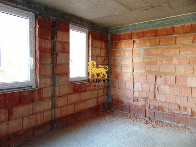 Apartament de vanzare direct de la agentie imobiliara, in Sibiu, in zona Calea Cisnadiei, cu 51.500 euro. 2 grupuri sanitare, suprafata utila 81 mp.
