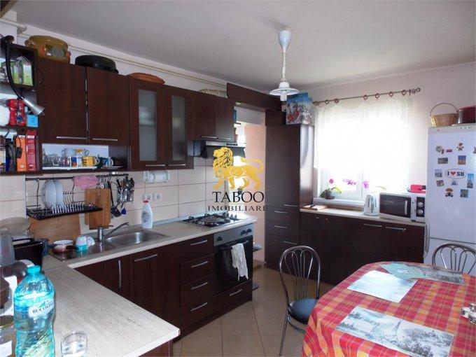 vanzare Apartament Sibiu cu 4 camere, cu 2 grupuri sanitare, suprafata utila 83 mp. Pret: 65.000 euro.