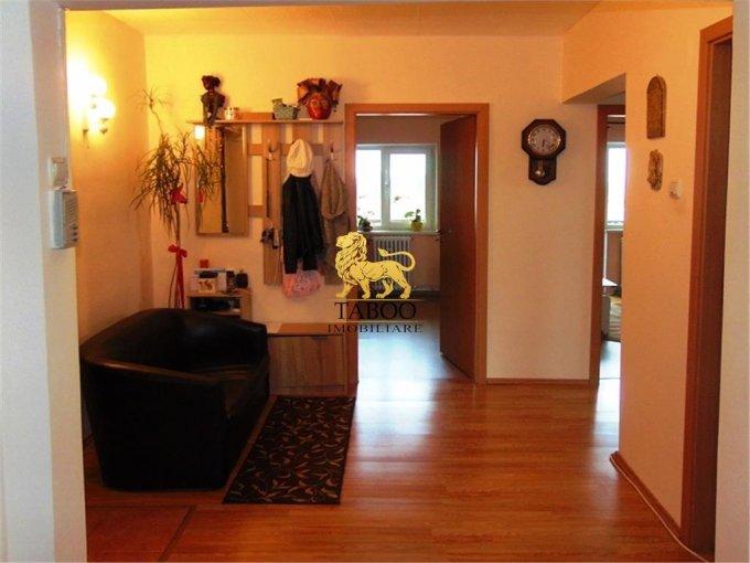 vanzare Apartament Sibiu cu 4 camere, cu 2 grupuri sanitare, suprafata utila 78 mp. Pret: 59.900 euro.