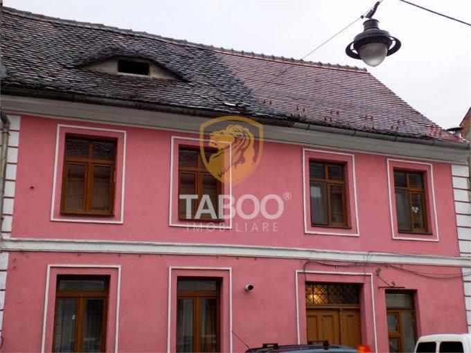 Apartament de vanzare in Sibiu cu 4 camere, cu 2 grupuri sanitare, suprafata utila 90 mp. Pret: 119.000 euro.