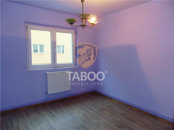 vanzare Apartament Sibiu cu 4 camere, cu 2 grupuri sanitare, suprafata utila 75 mp. Pret: 70.500 euro.