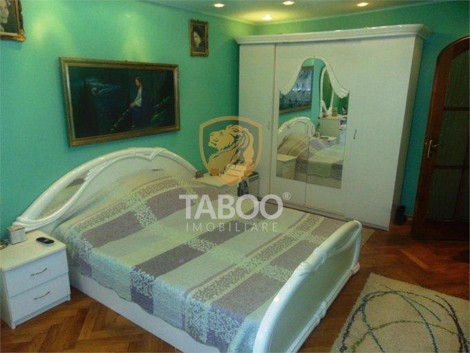 Apartament de inchiriat in Sibiu cu 4 camere, cu 2 grupuri sanitare, suprafata utila 84 mp. Pret: 370 euro.