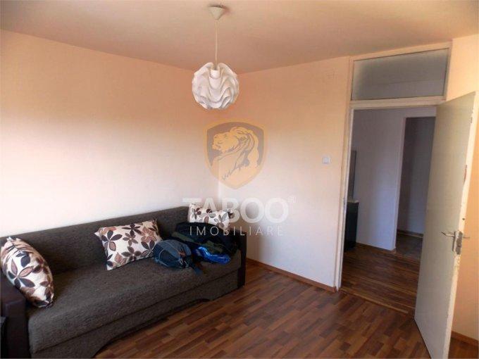 Apartament vanzare Turnisor cu 4 camere, etajul 4 / 4, 2 grupuri sanitare, cu suprafata de 75 mp. Sibiu, zona Turnisor.