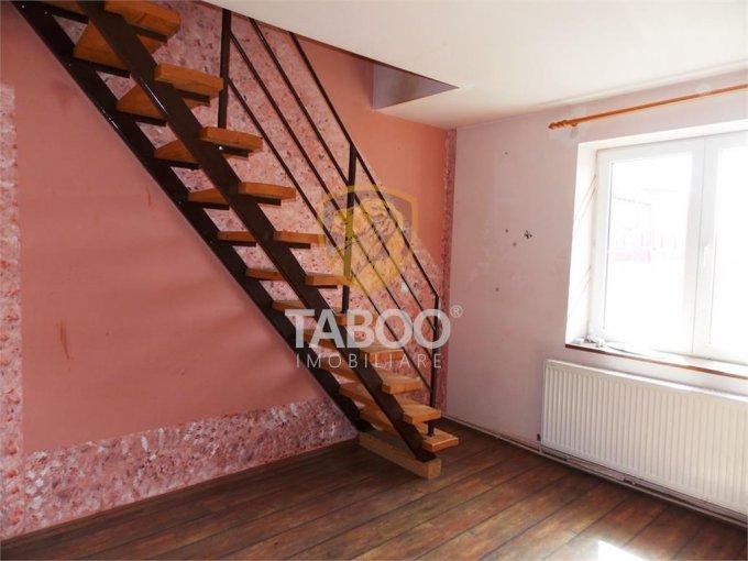 Apartament de vanzare direct de la agentie imobiliara, in Sibiu, in zona Vasile Aaron, cu 36.000 euro. 1 grup sanitar, suprafata utila 72 mp.