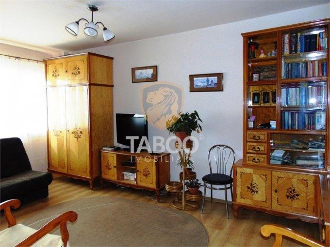 Apartament vanzare Vasile Aaron cu 4 camere, etajul 4 / 5, 2 grupuri sanitare, cu suprafata de 82 mp. Sibiu, zona Vasile Aaron.
