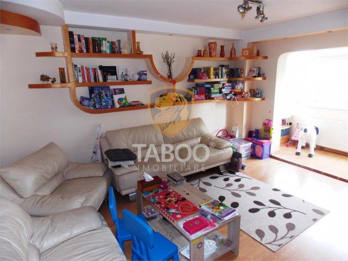 vanzare Apartament Sibiu cu 4 camere, cu 2 grupuri sanitare, suprafata utila 75 mp. Pret: 78.000 euro.