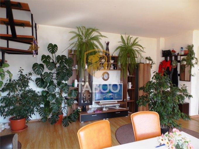 vanzare Apartament Sibiu cu 4 camere, cu 1 grup sanitar, suprafata utila 82 mp. Pret: 52.000 euro.