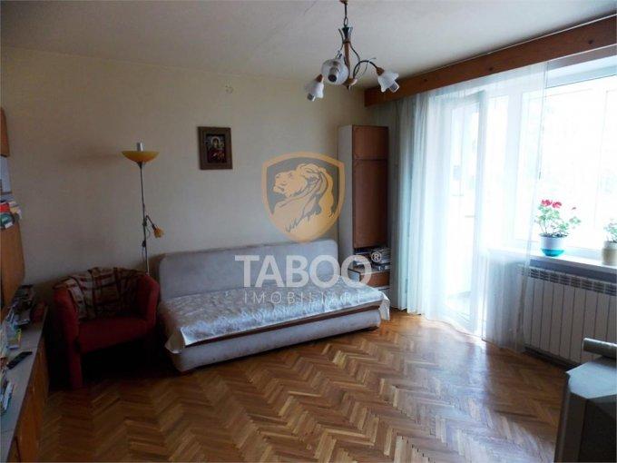 Apartament de vanzare direct de la agentie imobiliara, in Sibiu, cu 80.000 euro. 2 grupuri sanitare, suprafata utila 67 mp.