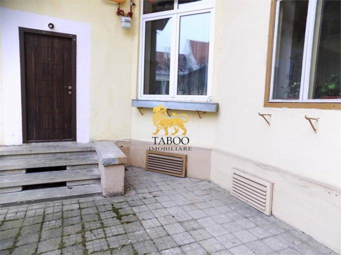 Apartament de inchiriat direct de la agentie imobiliara, in Sibiu, cu 550 euro. 1 grup sanitar, suprafata utila 100 mp.
