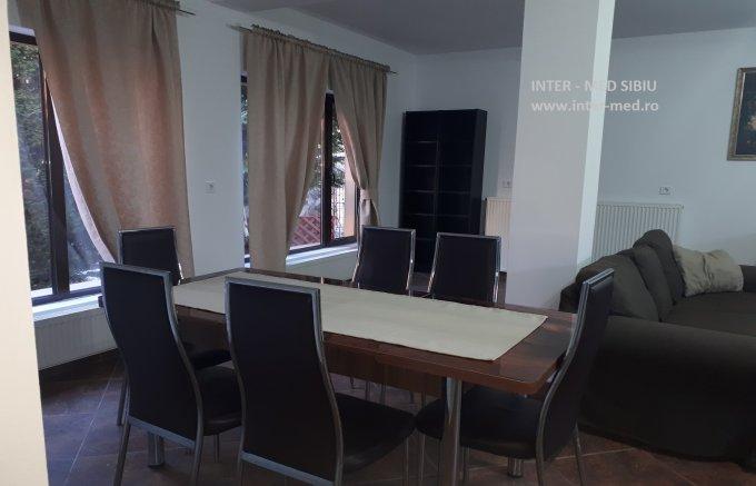 Duplex de inchiriat in Sibiu cu 4 camere, cu 2 grupuri sanitare, suprafata utila 140 mp. Pret: 490 euro. Mobilat modern.