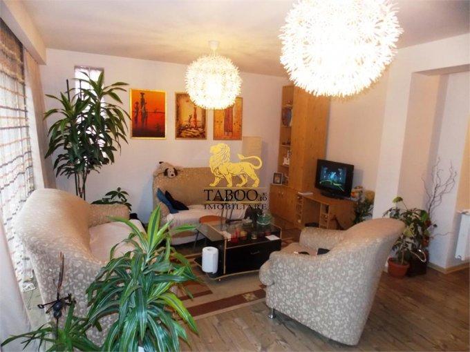 Apartament de vanzare direct de la agentie imobiliara, in Sibiu, in zona Strand, cu 95.000 euro. 2 grupuri sanitare, suprafata utila 170 mp.