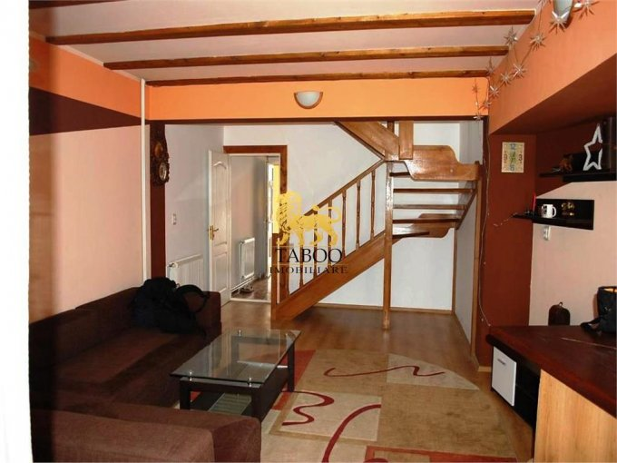 Apartament de vanzare in Sibiu cu 5 camere, cu 2 grupuri sanitare, suprafata utila 150 mp. Pret: 79.000 euro.