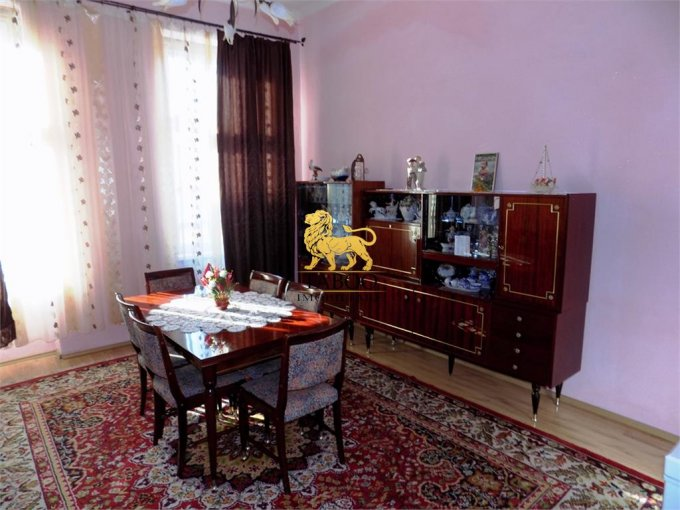 Apartament vanzare Sibiu 5 camere, suprafata utila 125 mp, 2 grupuri sanitare. 155.000 euro. Etajul 1 / 2. Apartament Sibiu