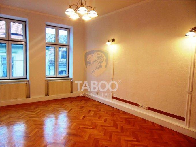 Apartament de vanzare direct de la agentie imobiliara, in Sibiu, cu 220.000 euro. 7 grupuri sanitare, suprafata utila 186 mp.