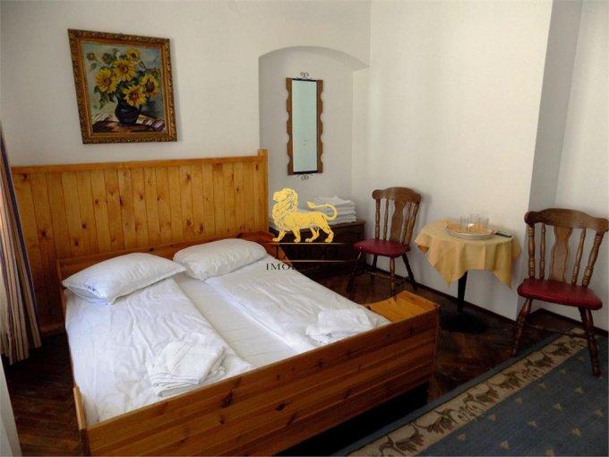 Apartament de vanzare direct de la agentie imobiliara, in Sibiu, in zona Orasul de Jos, cu 290.000 euro. 7 grupuri sanitare, suprafata utila 240 mp.