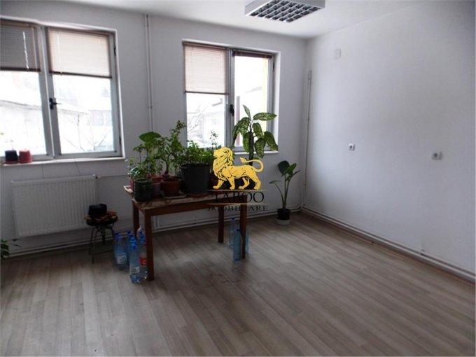 Birou de inchiriat direct de la agentie imobiliara, in Sibiu, zona Turnisor, cu 100 euro. 3 grupuri sanitare, suprafata utila 21 mp.