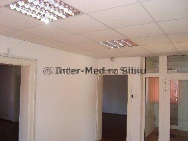 Birou inchiriere Centru Sibiu cu 10 camere de inchiriat, cu suprafata utila de 120 mp, 4  balcoane. 1.200 euro. La Parter, destinatie: Birou, Comercial, Centru de afaceri. Birou Centru Sibiu